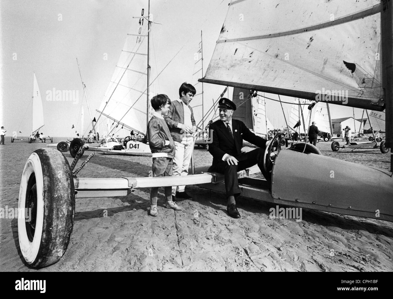 sports, sailing, sand sailing, Sir Alec Rose (1908 - 1991) and spectators, Lythan St. Anne's Sand Yachting Championship, - Stock Image