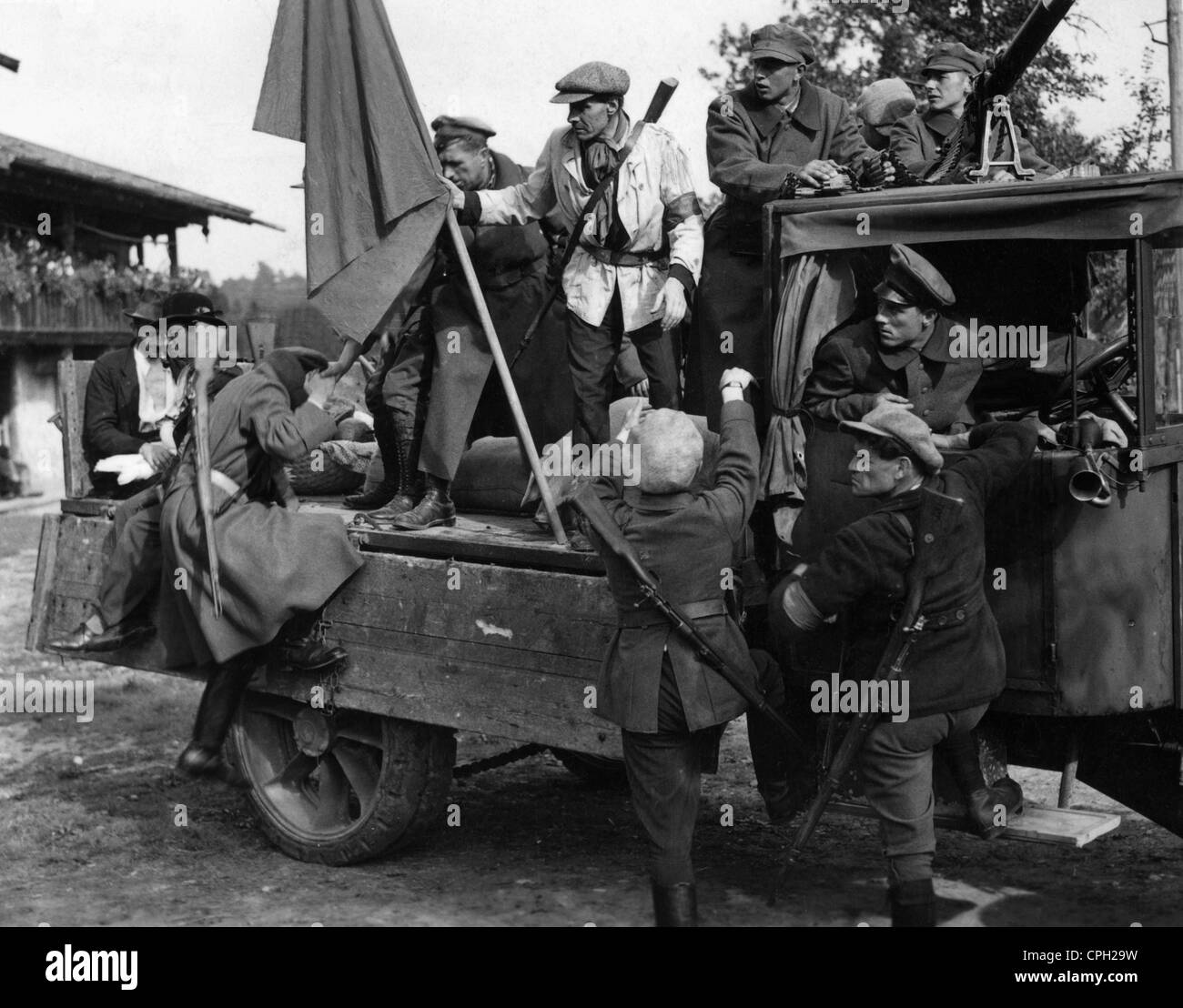 events, German Revolution 1918 - 1919, revolutionists mopping up a farmhouse, 1919, loot, looting, communists, Germany, - Stock Image