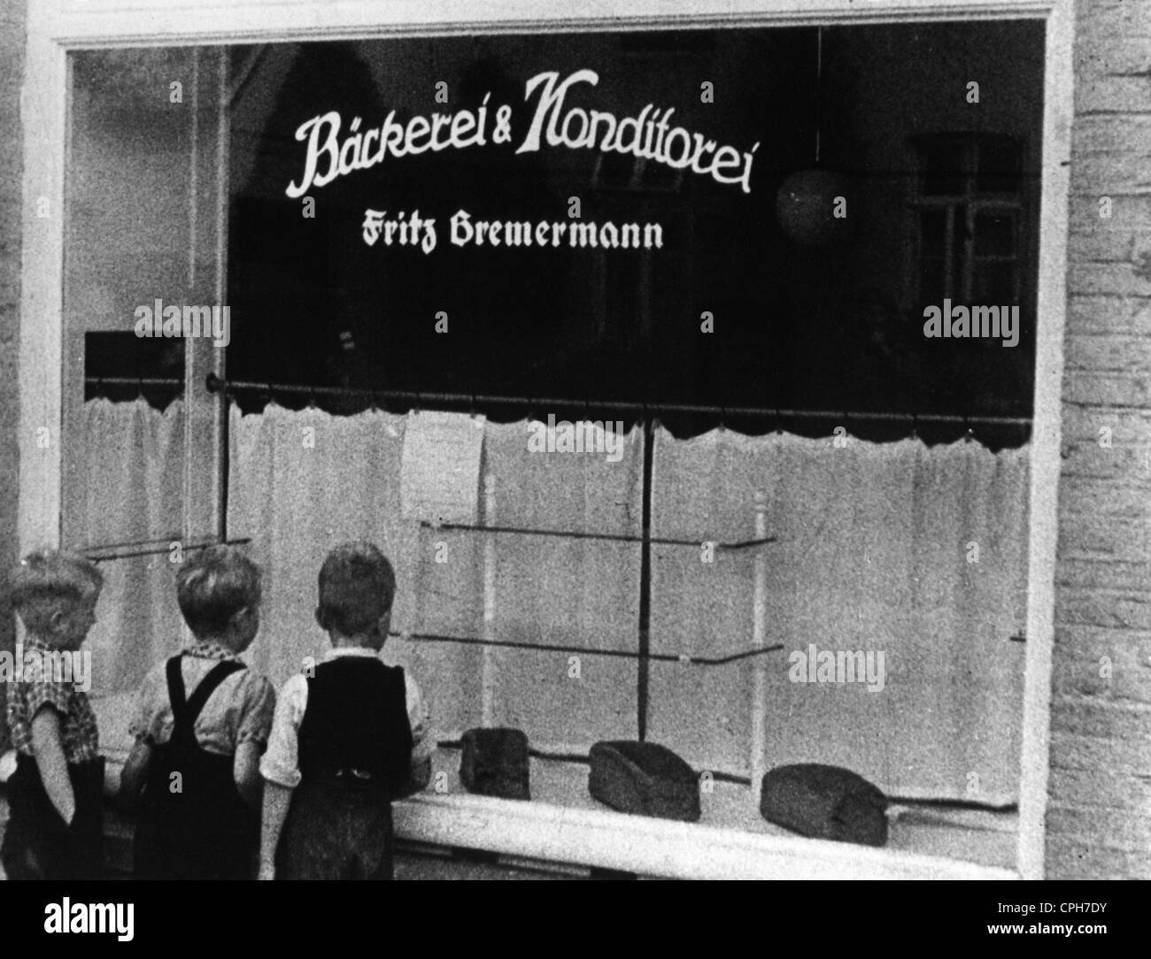 post war period, misery and hardship, Germany, food shortage, almost empty shop window of a bakery, 1946, Additional - Stock Image