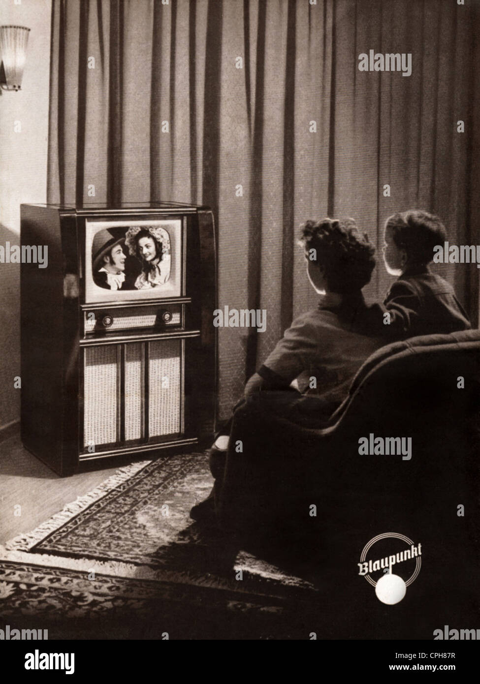 Tv Viewer 1950s Stock Photos & Tv Viewer 1950s Stock Images