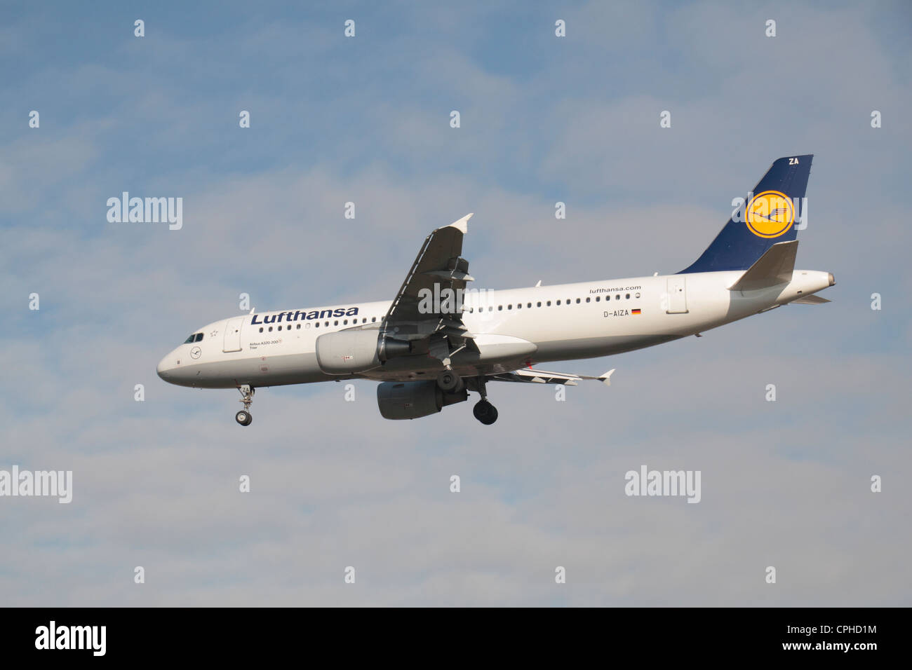 A Lufthansa  Airbus A320-214 (D-AIZA) about to land at Heathrow Airport, London, UK. - Stock Image