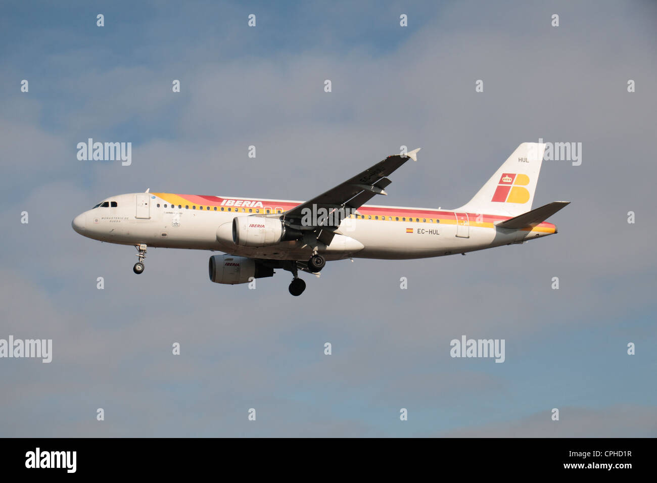 An Iberia Airbus A320-214 (EC-HUL ) about to land at Heathrow Airport, London, UK. - Stock Image