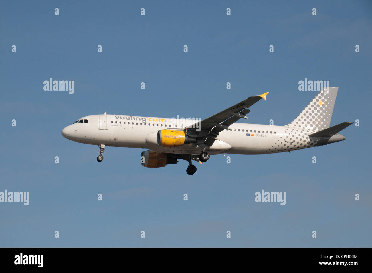 The Vueling Airbus A320-211 (EC-FCB) about to land at Heathrow Airport, London, UK. - Stock Image