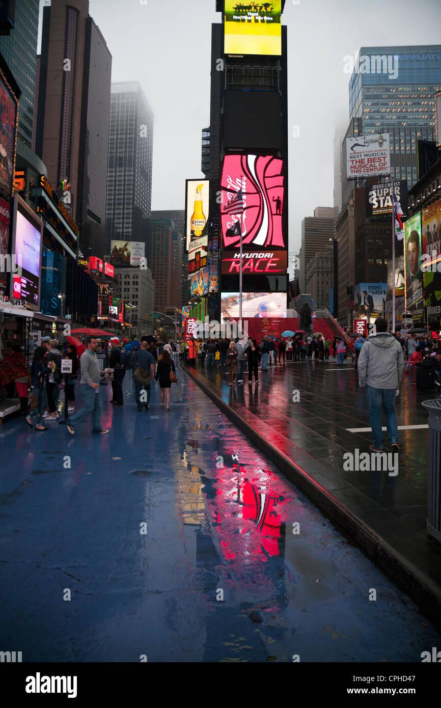 new-york-city-manhattan-times-square-at-