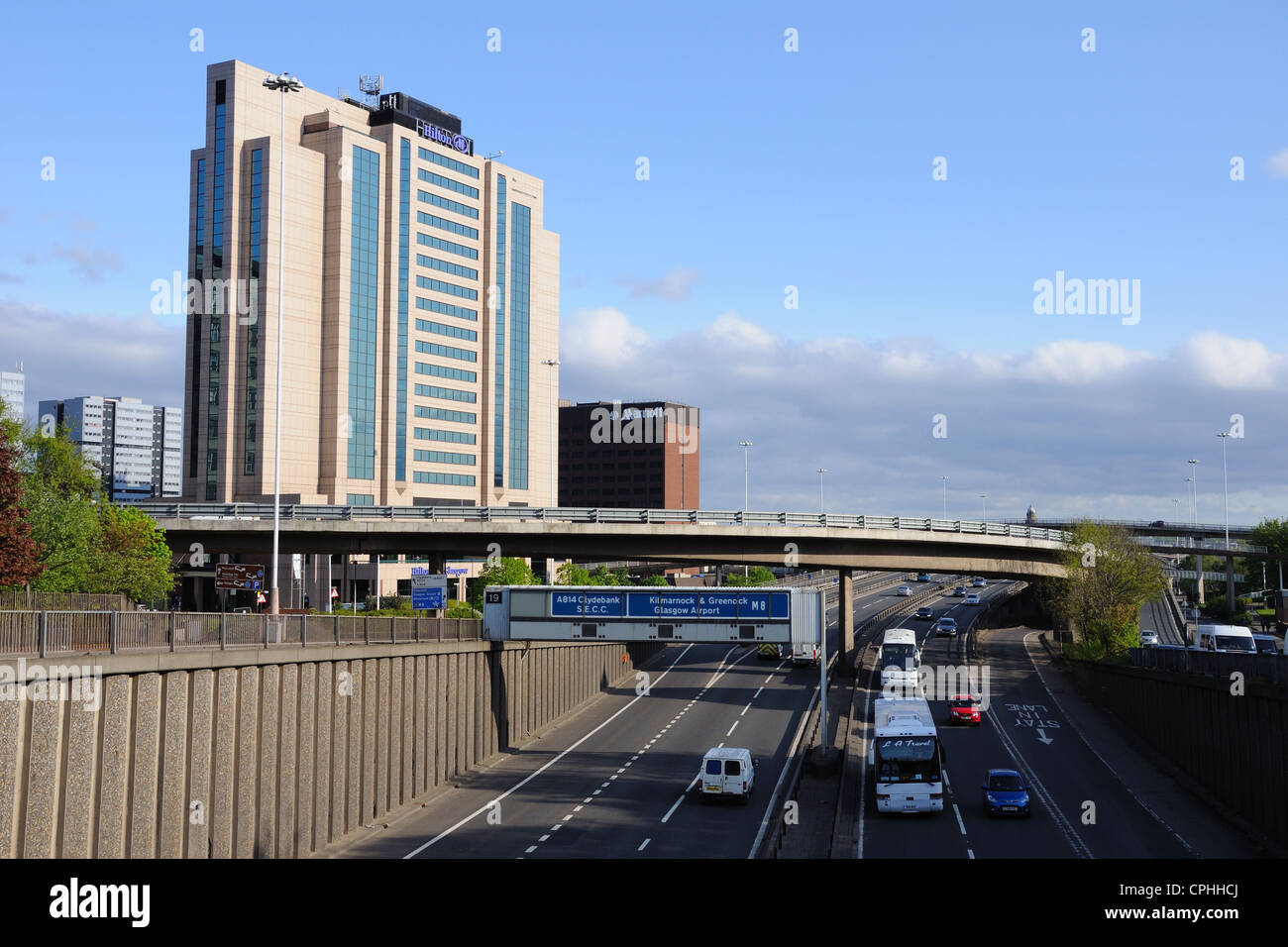 The M8 motorway running through the heart of Glasgow. The Hilton and Marriott hotels provide easy access for travelers. - Stock Image