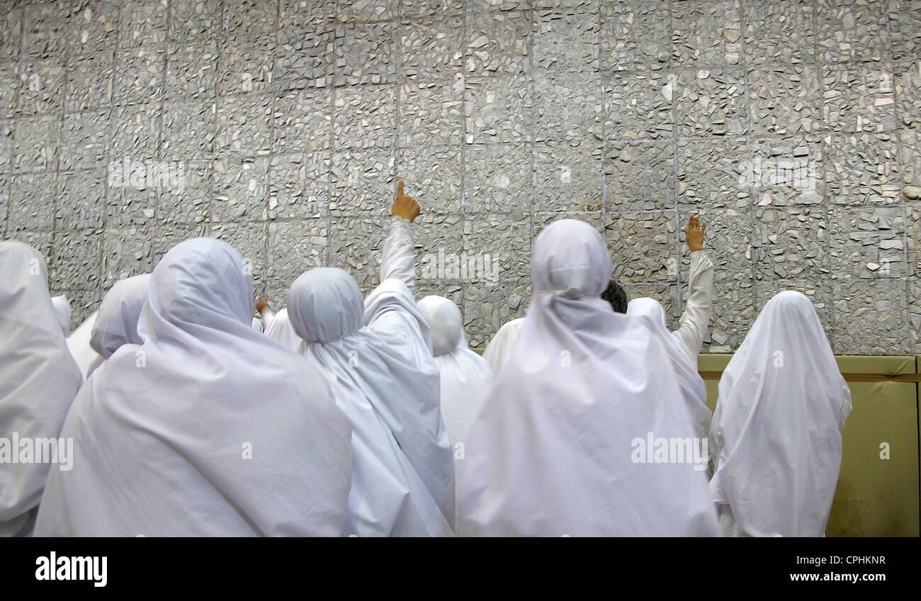 Women pilgrims in Kabaa Mecca Saudi Arabia - Stock Image