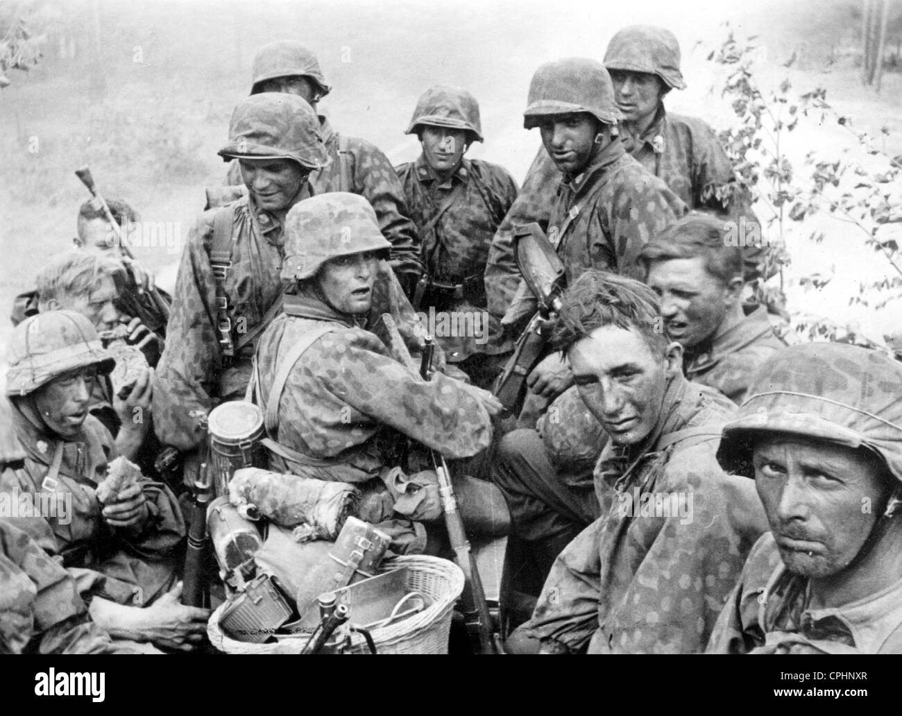 waffen ss soldiers of the totenkopf division at the eastern front
