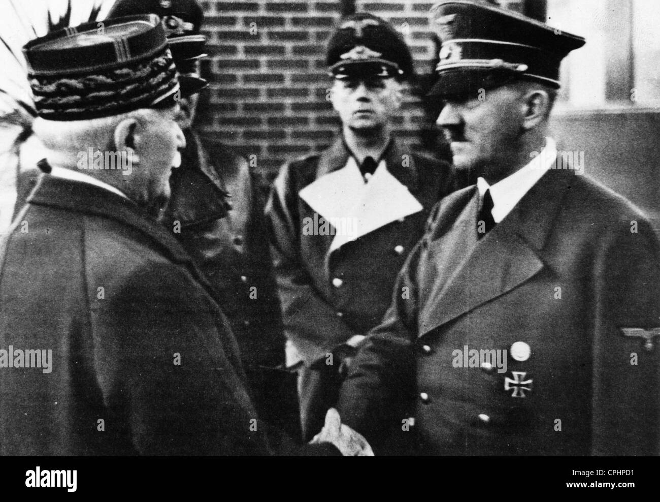 Adolf Hitler greeting Marshal Petain in Montoire, France, 1940 (b/w photo) - Stock Image