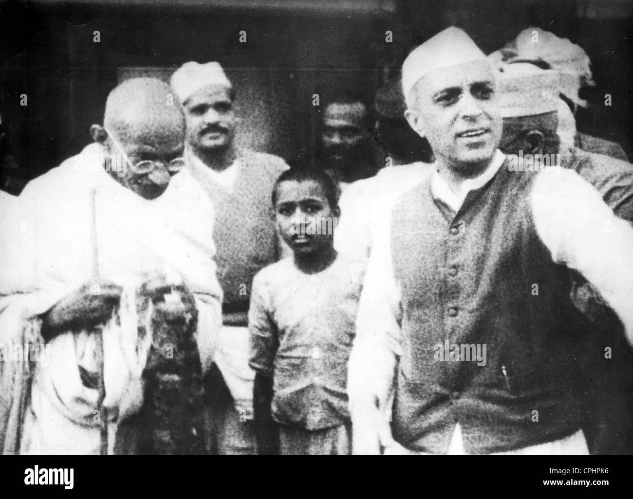 Mahatma Gandhi and Jawaharlal Nehru, 1942 (b/w photo) - Stock Image