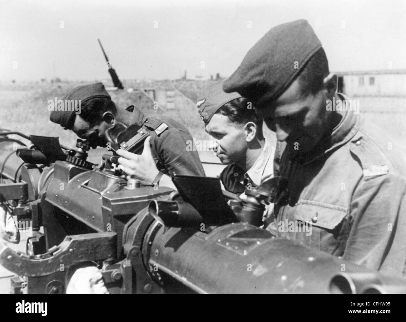 Soldiers at the rangefinder of a Flak battery, 1942 - Stock Image