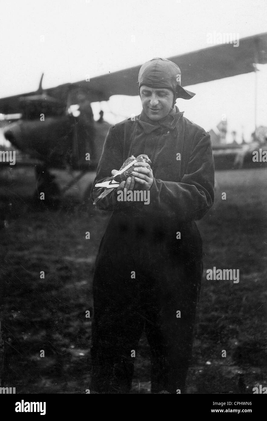 German observer with carrier pigeon, 1917 - Stock Image
