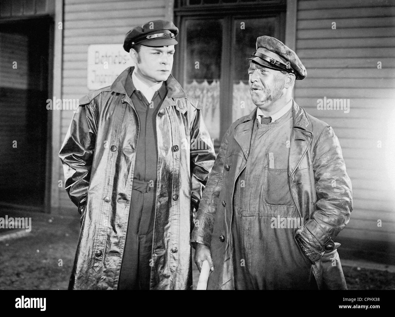 Paul Hartmann und Hermann Speelmans in 'F.P.1 doesn't answer', 1932 - Stock Image