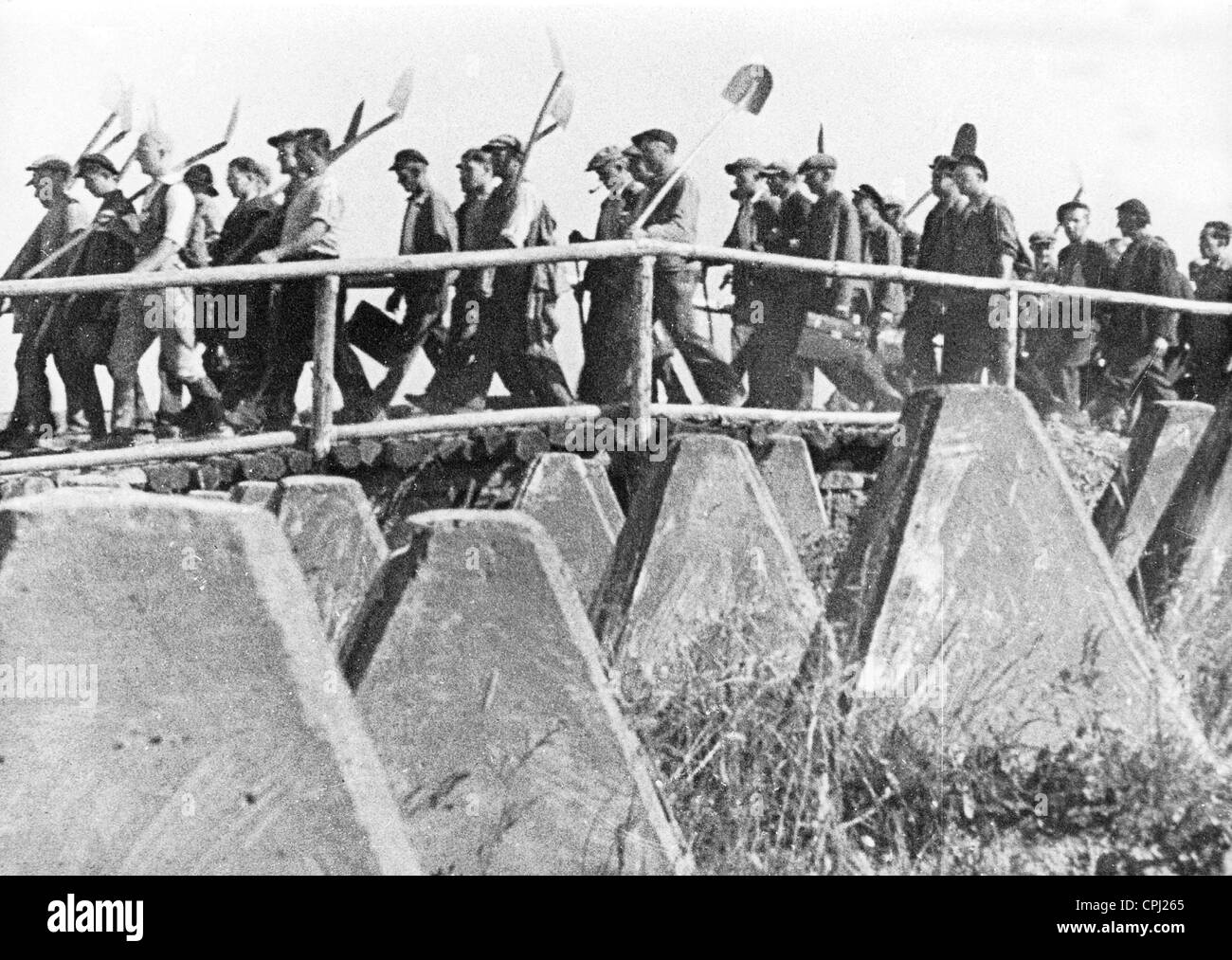 Construction workers on the march from 'Der Westwall', 1939 - Stock Image