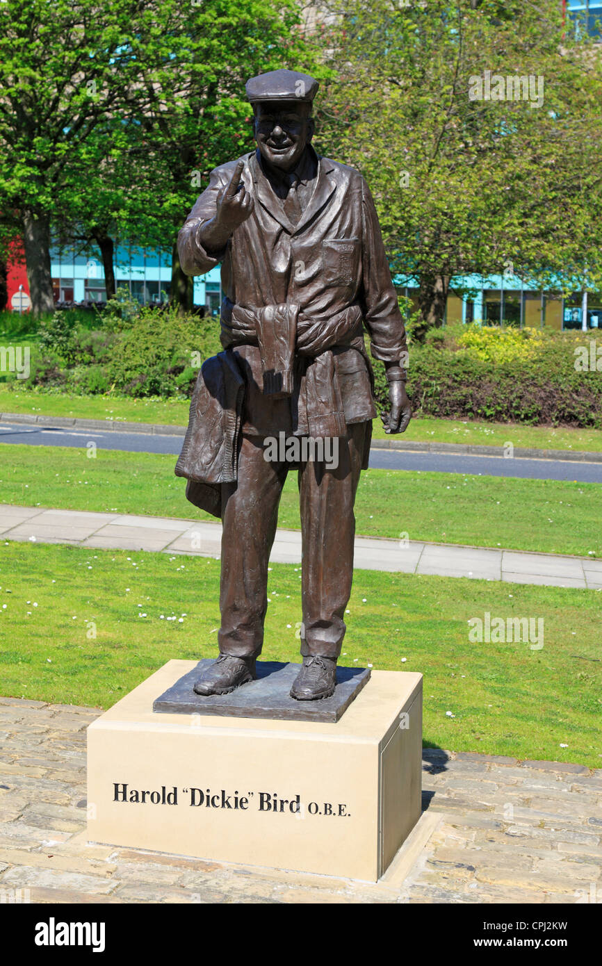 Statue of Harold Dickie Bird OBE, retired cricket umpire, Barnsley, South Yorkshire, England, UK. (Now placed on - Stock Image