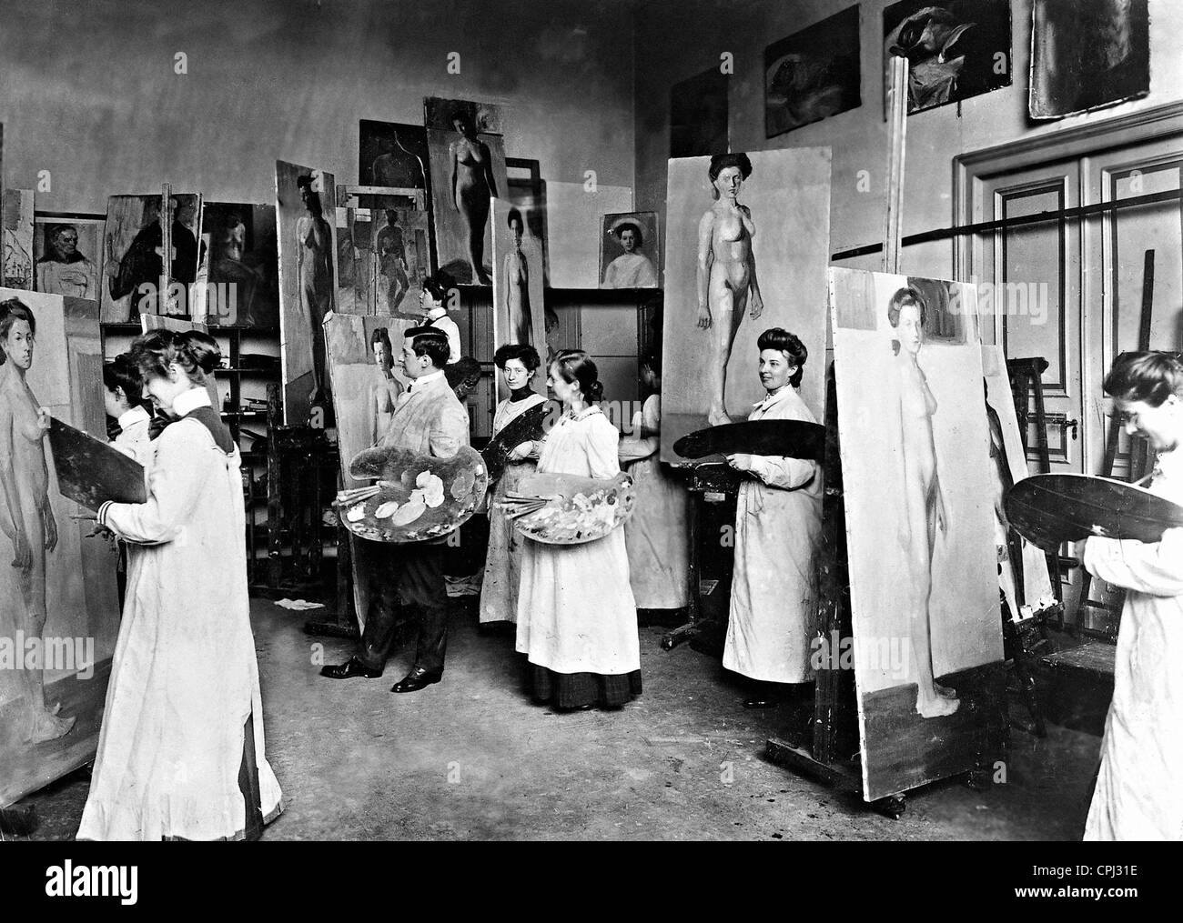 Students of the Academy of Fine Arts while painting, 1901 - Stock Image