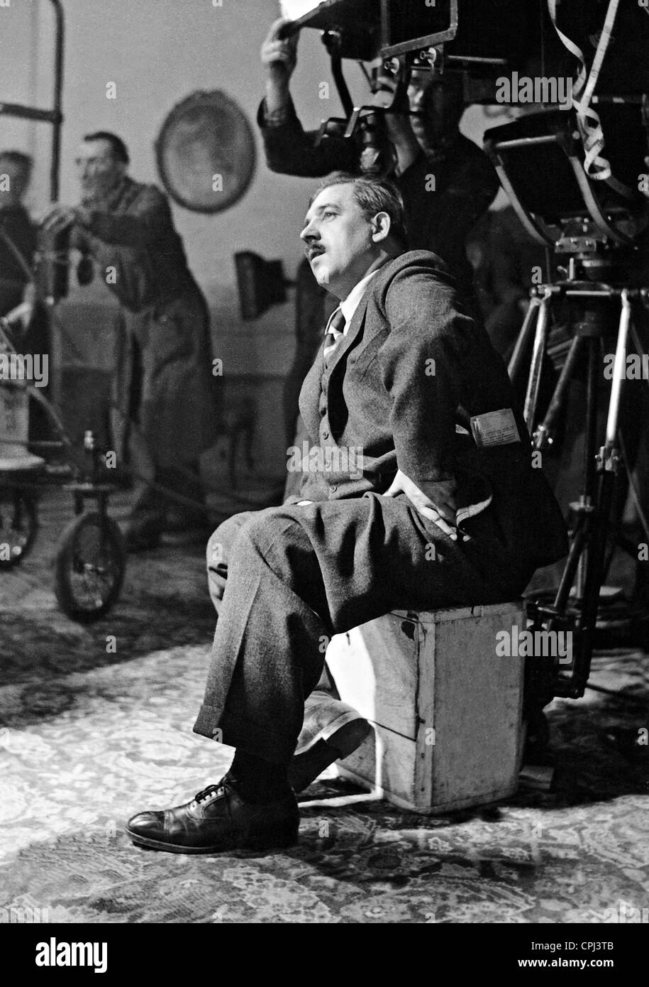 Karl Hartl during the filming of 'Two Merry Adventurers', 1937 - Stock Image