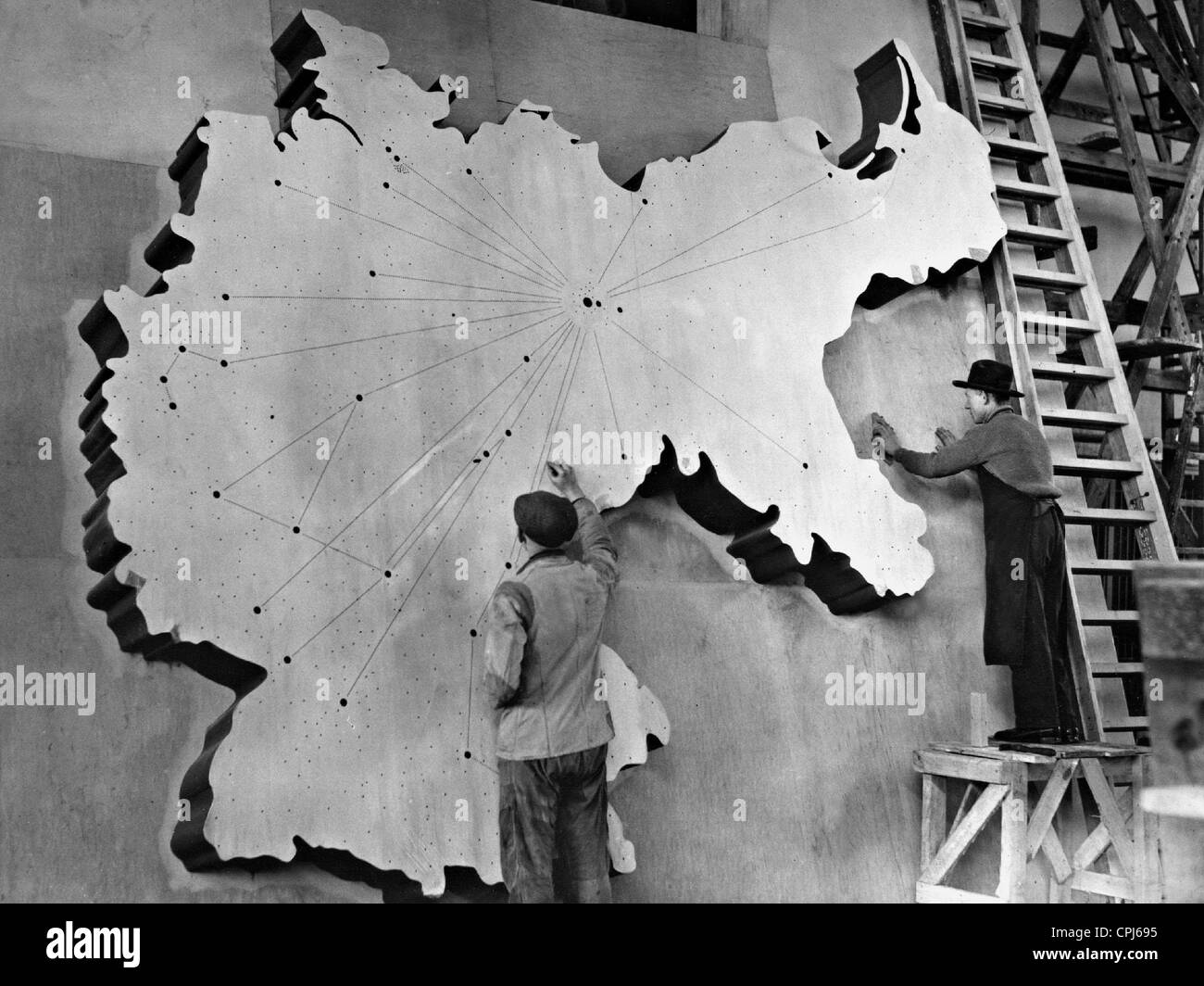Preparations for the exhibition 'The Wonder of Life', 1935 - Stock Image