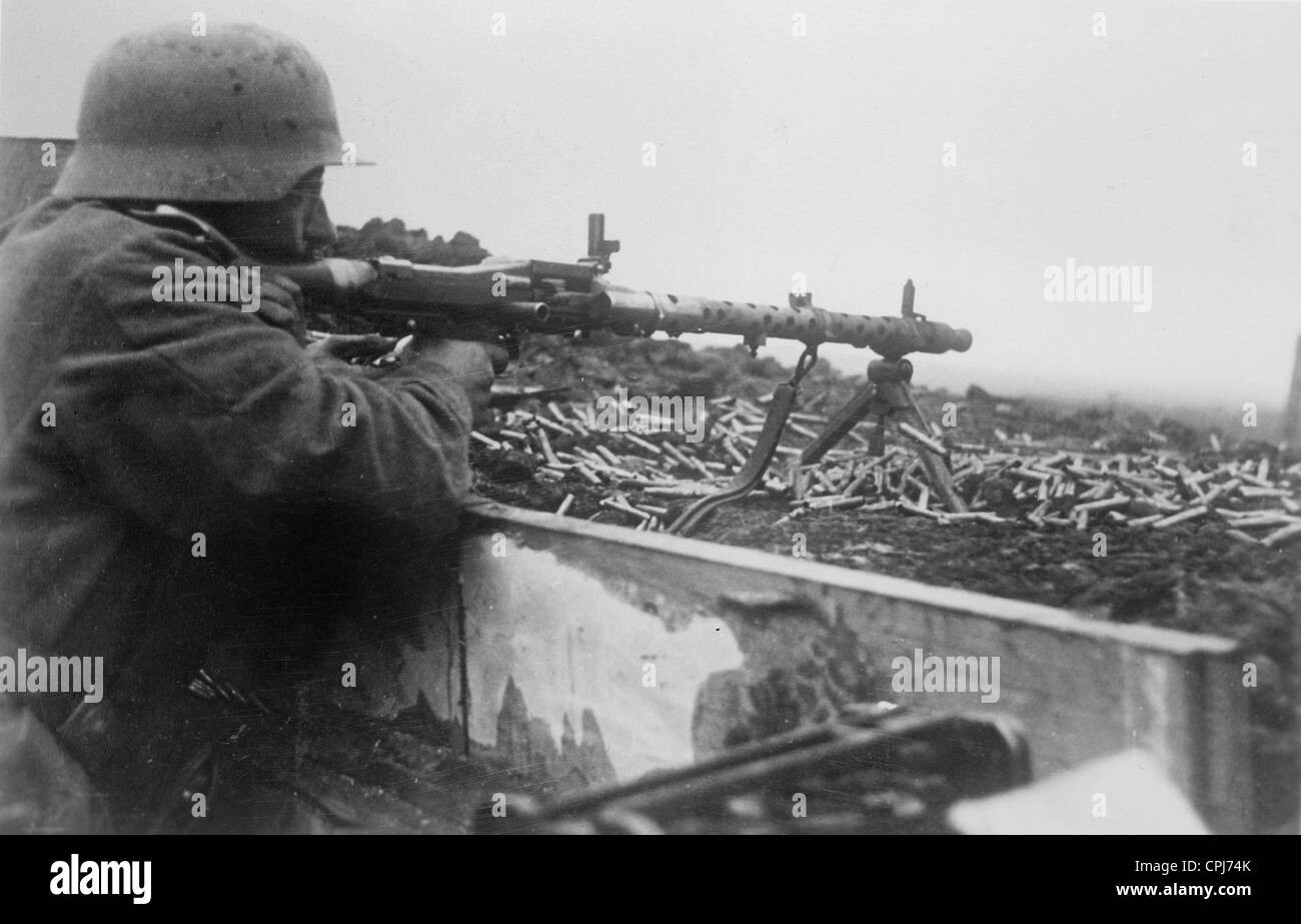 German Soldier with a MG 34, 1942 Stock Photo: 48343923 - Alamy