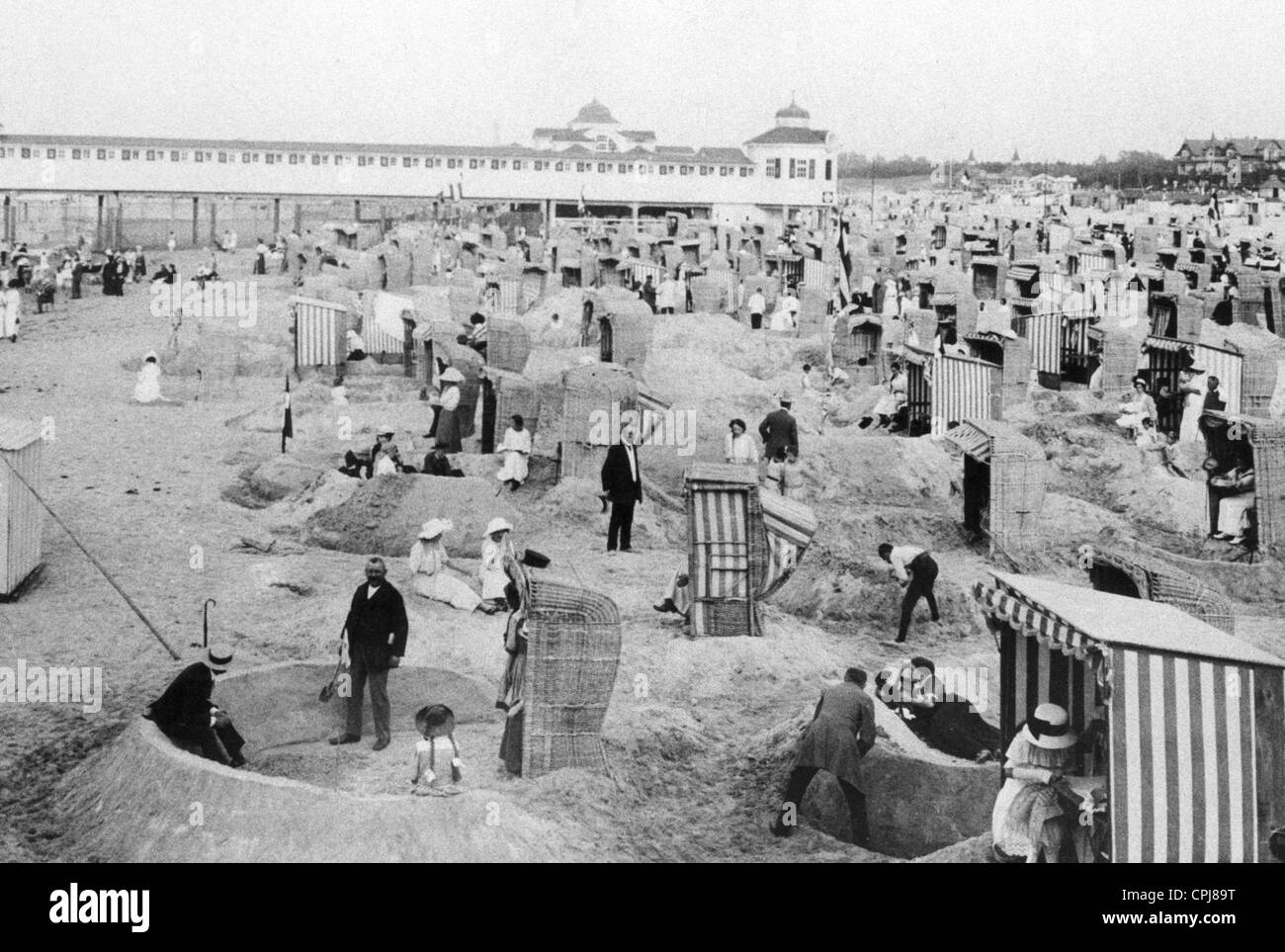 Beach life in the Baltic sea town of Swinoujscie, 1914 - Stock Image