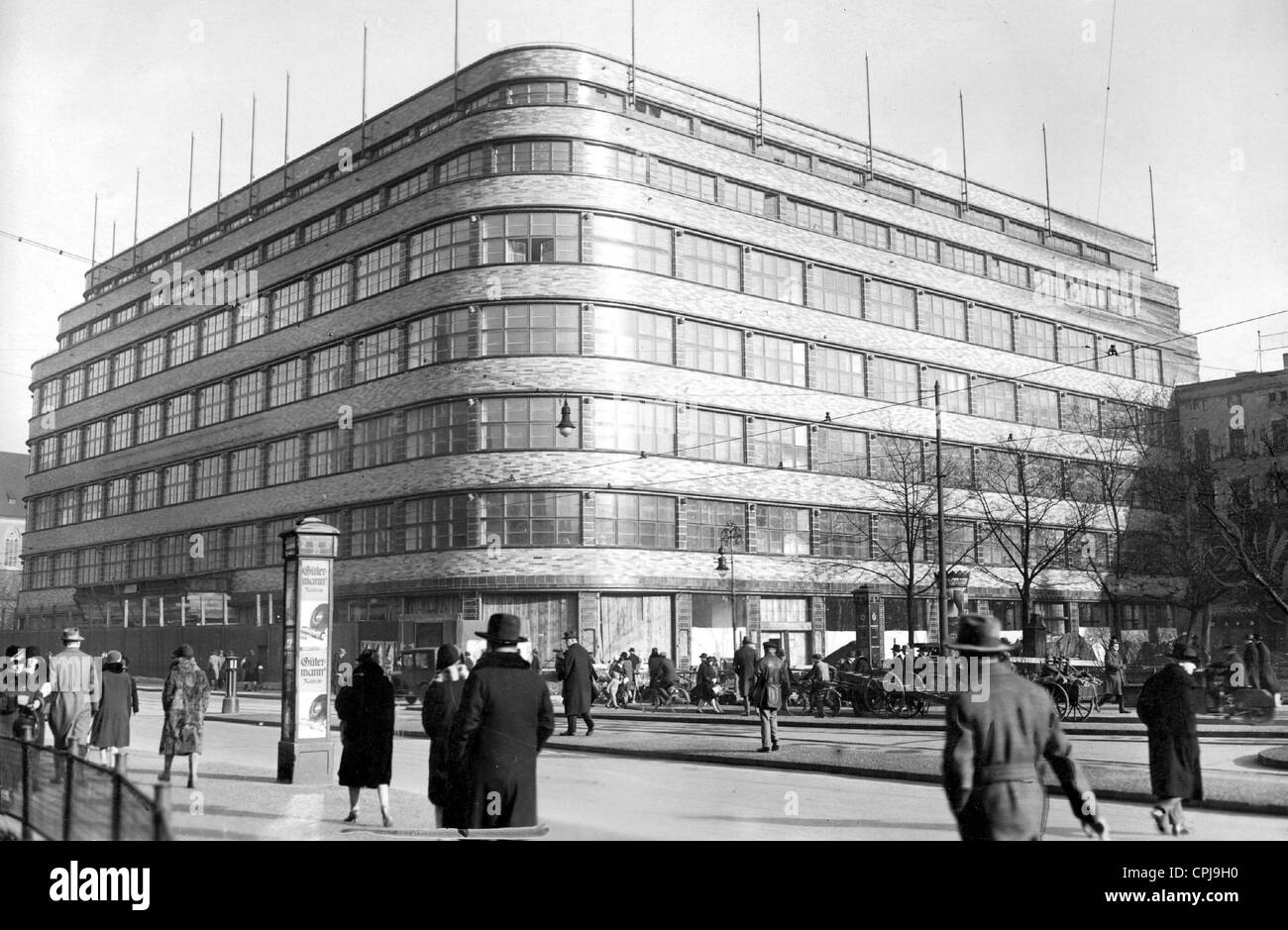 https://c8.alamy.com/comp/CPJ9H0/wertheim-department-store-in-wroclaw-1930-CPJ9H0.jpg