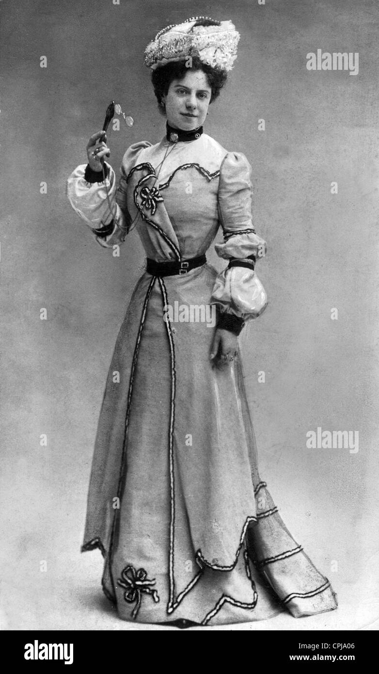 Women's fashion from the time around 1902