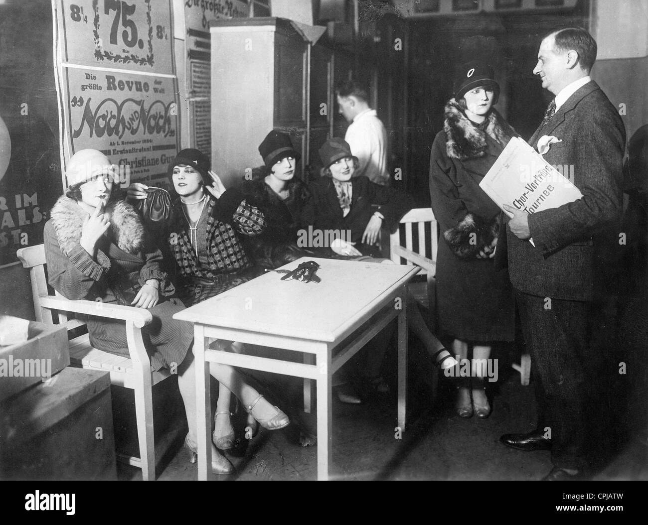 Actresses apply for a theater stage, 1926 - Stock Image
