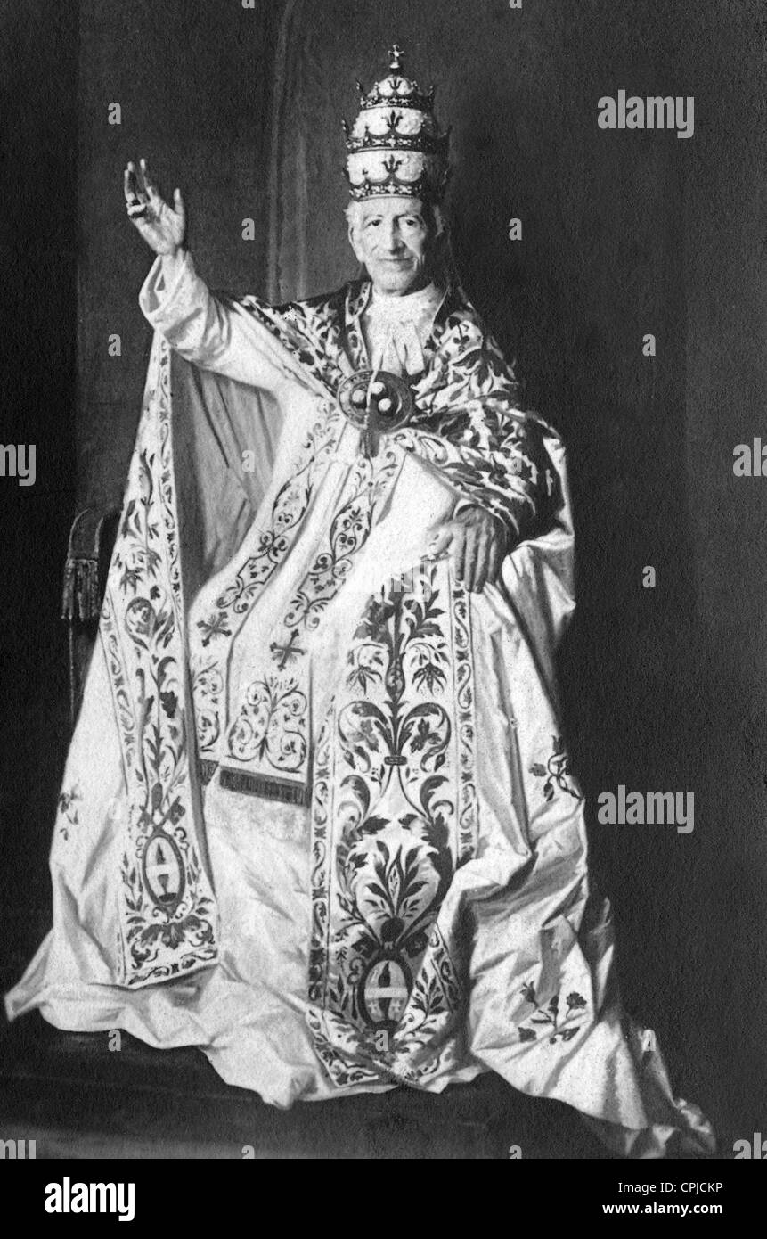Pope Leo XIII in full regalia on the holy throne - Stock Image