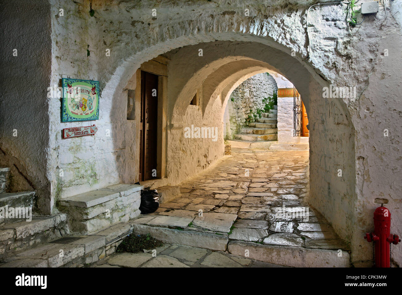 Traditional 'stiasto' or 'steasto' ('arched gallery or alley') in Apiranthos village, Naxos - Stock Image