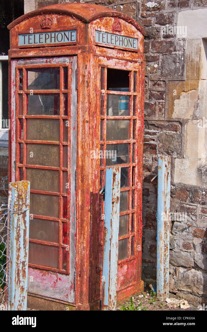 Derelict traditional red UK public telephone box, originally designed by Sir Giles Gilbert Scott in 1935 - Stock Image