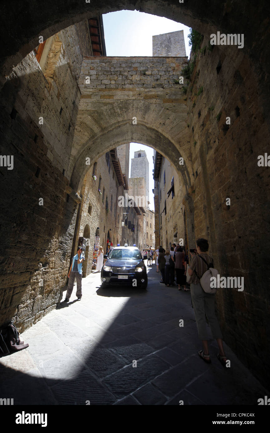 ENTRANCE GATE & TOWER SAN GIMIGNANO TUSCANY ITALY 10 May 2012 - Stock Image