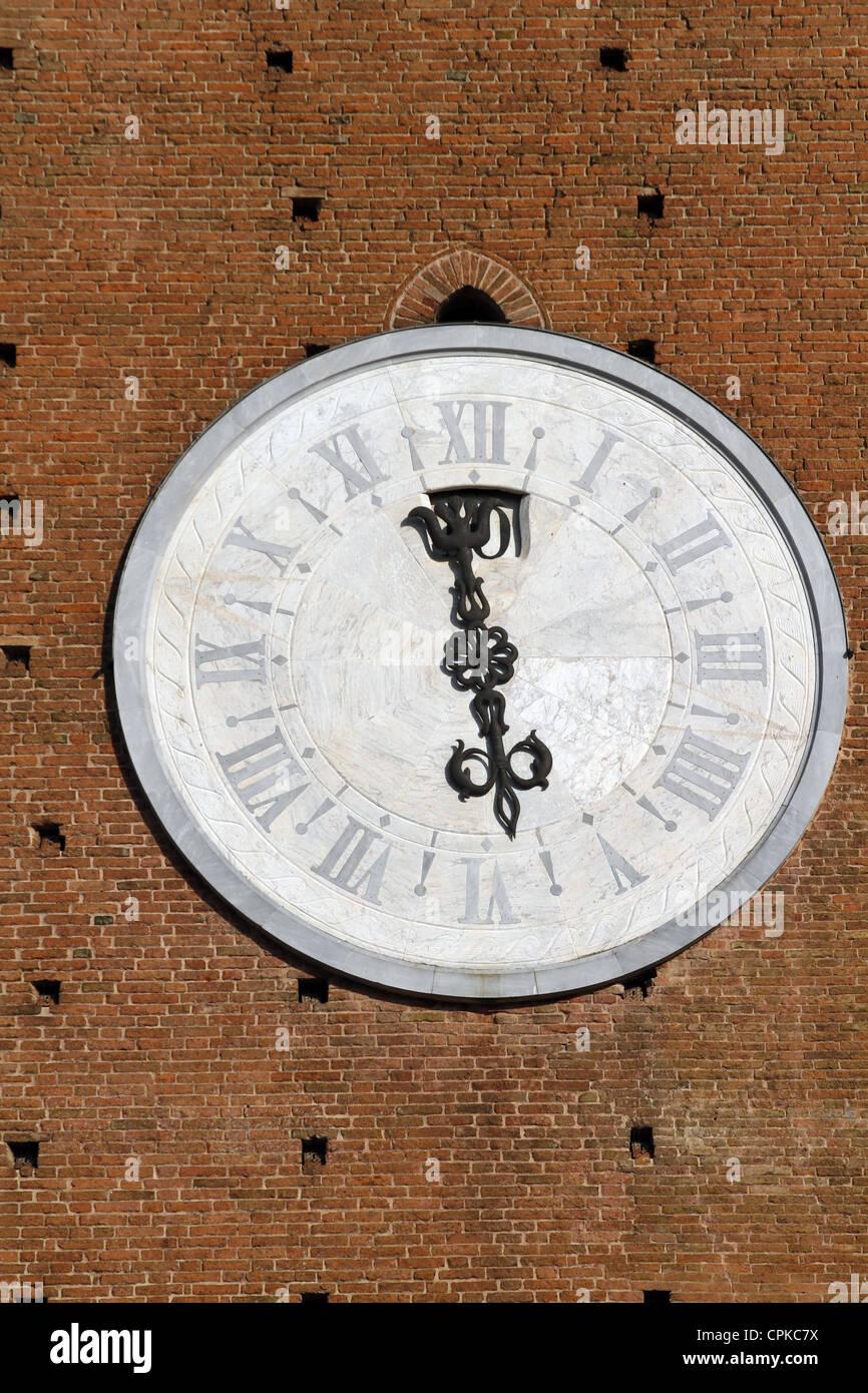 PALAZZO PUBBLICO TOWER CLOCK SIENA TUSCANY ITALY 10 May 2012 - Stock Image
