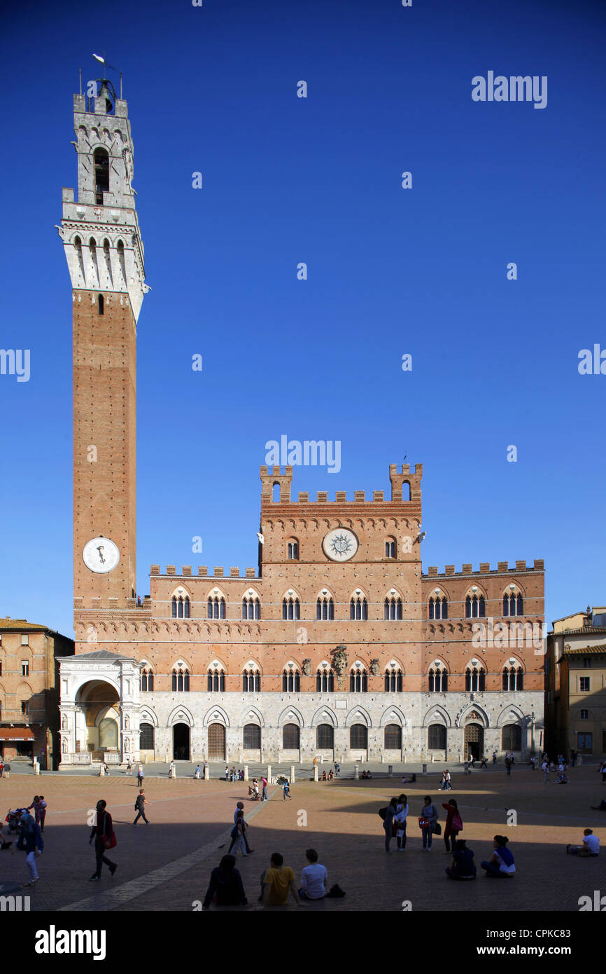 PALAZZO PUBBLICO TOWER PIAZZA DEL CAMPO SIENA TUSCANY ITALY 10 May 2012 - Stock Image