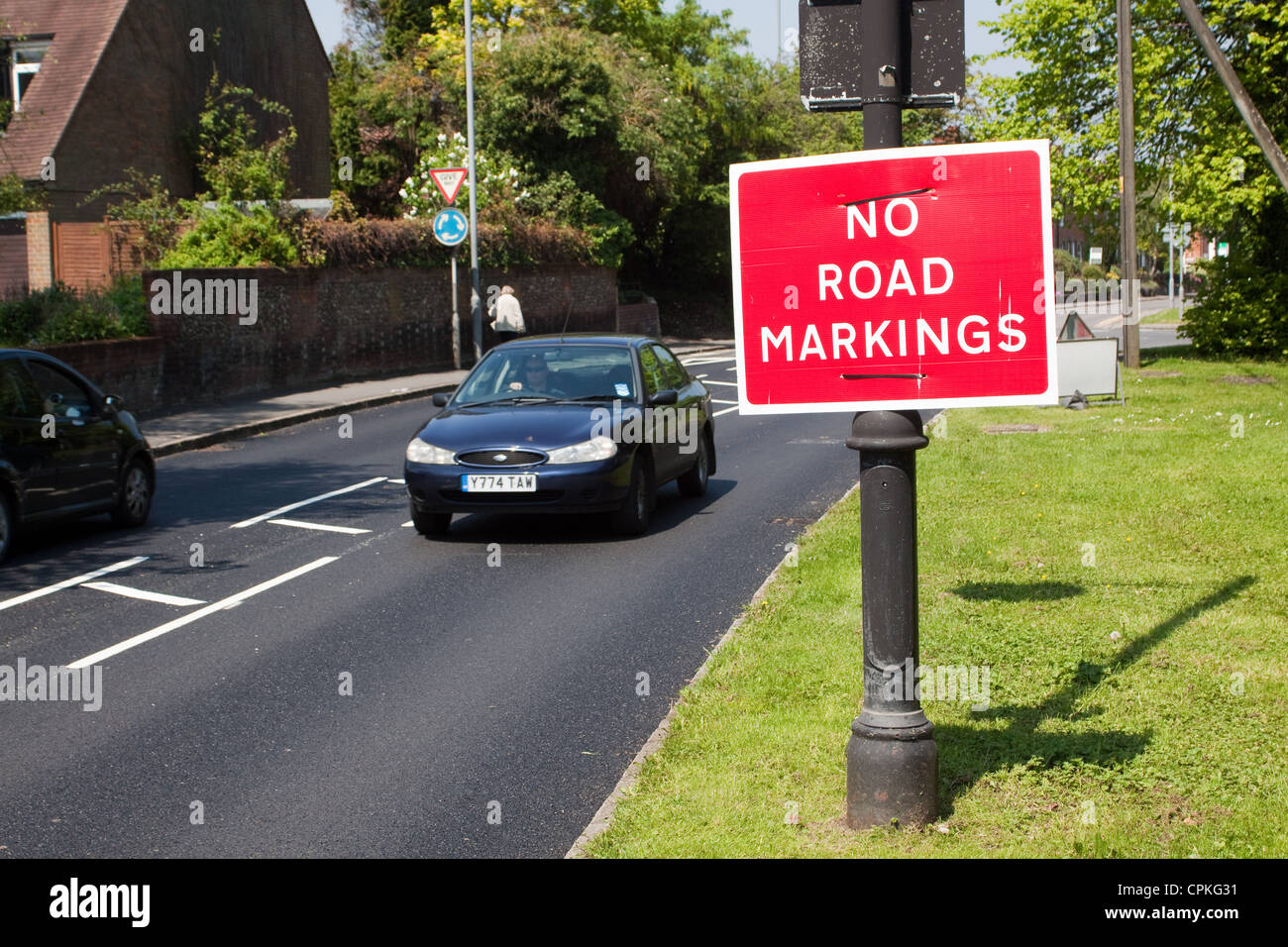 No road markings sign on a lamppost - Stock Image