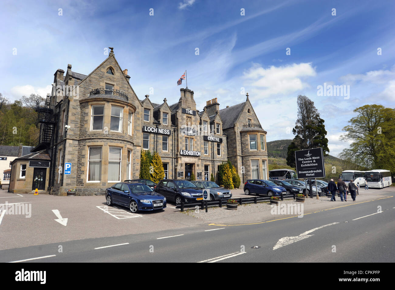 THE LOCH NESS CENTRE AND EXHIBITION AT DRUMNADROCHIT SCOTLAND RE NESSIE LOCH NESS MONSTER TOURISM SIGHTINGS HOLIDAY - Stock Image
