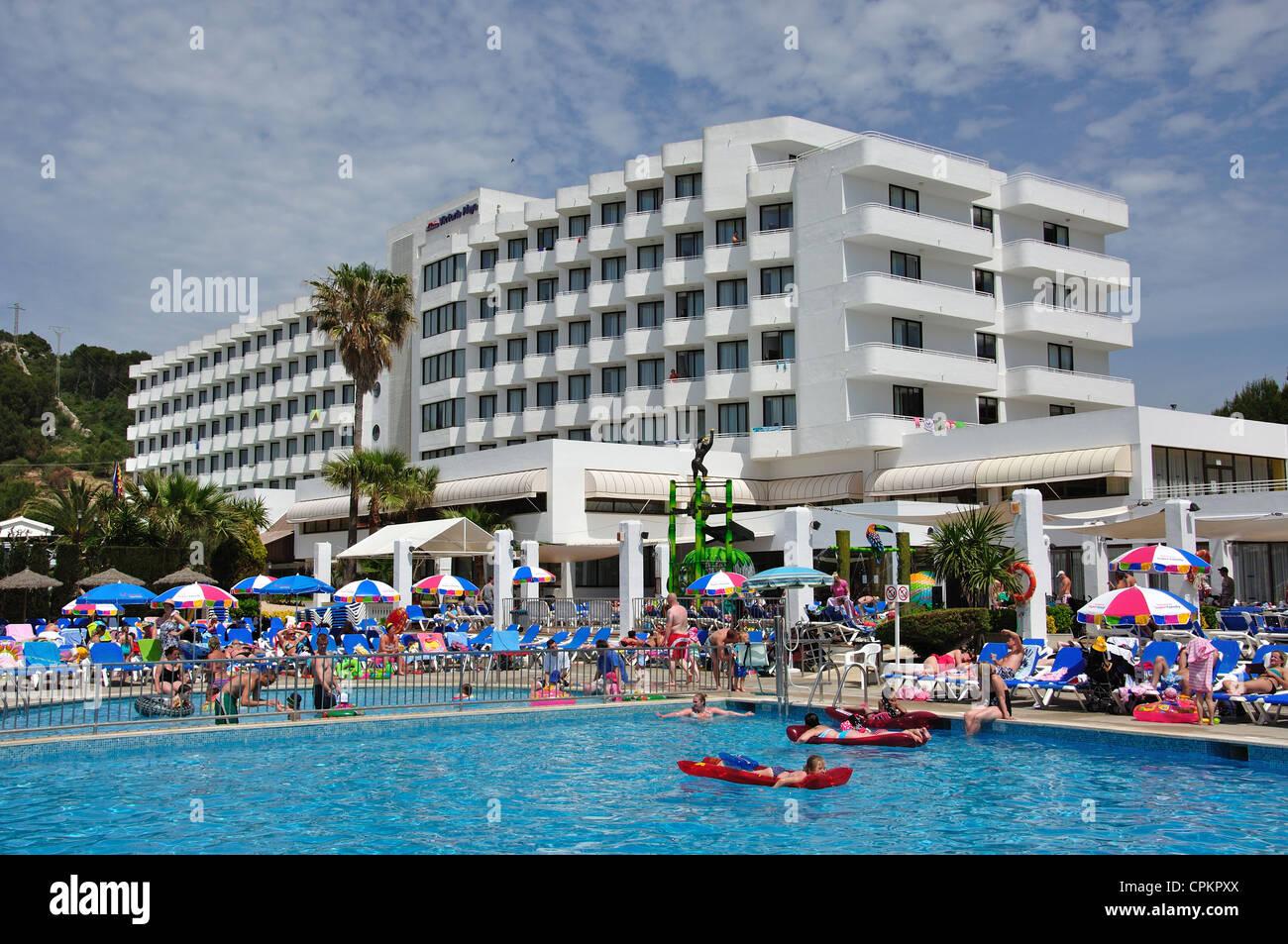 Crowded swimming pool at hotel victoria playa sant tom s - Least crowded swimming pool singapore ...