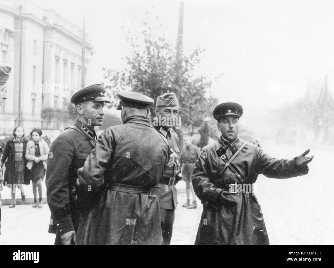 Soviet and German officers in Brest-Litovsk, 1939 - Stock Image