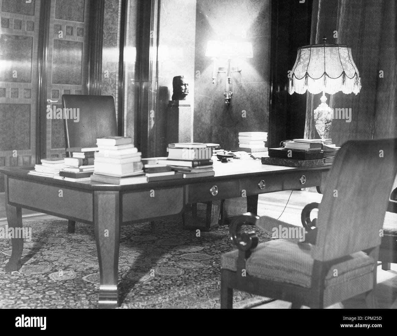 Cpm Apt: The Study Of Adolf Hitler In The Reich Chancellery In