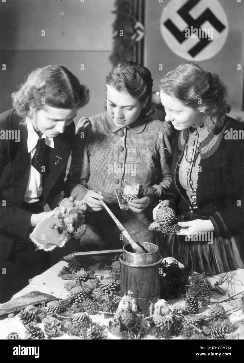 Handicraft course for Christmas decorations, 1941 - Stock Image
