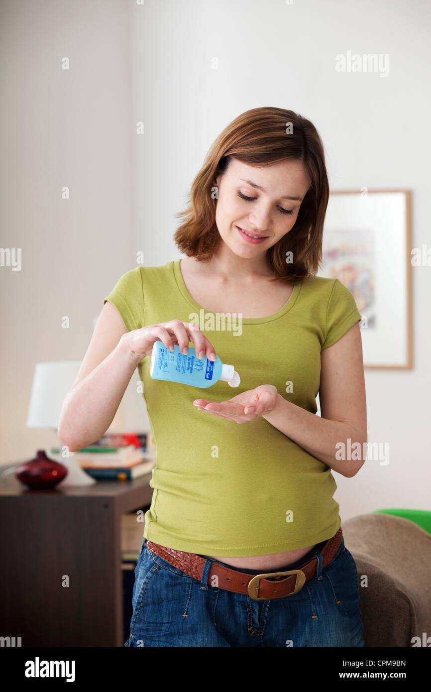 HAND WASHING PREGNANT WOMAN - Stock Image