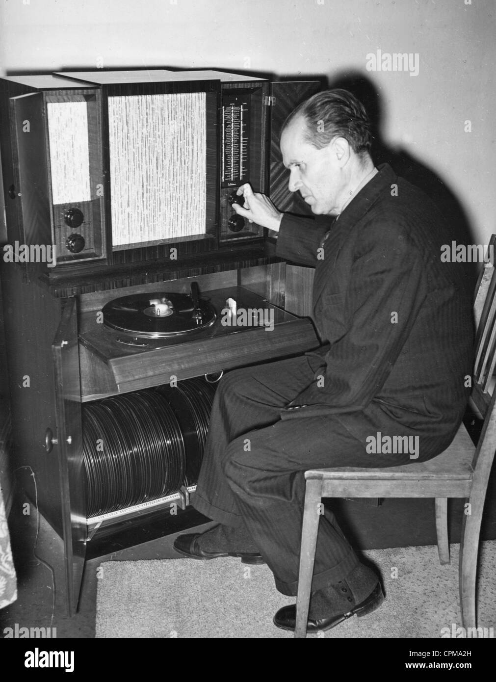 Prof. Schuenemann in the records archives of the Prussian State Library, 1939 - Stock Image