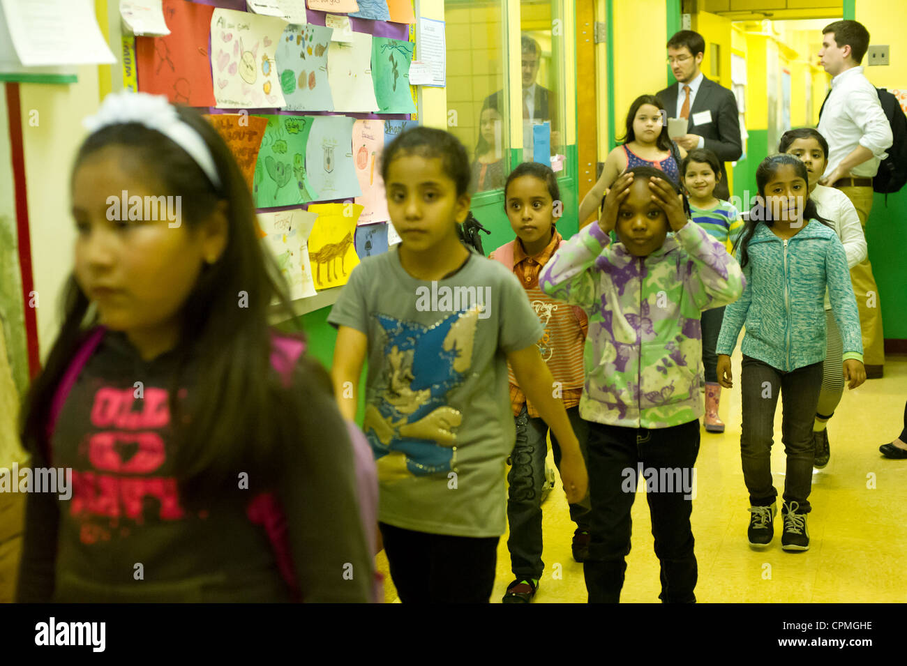 First and second graders leave the classroom after a class in Arabic in New York - Stock Image
