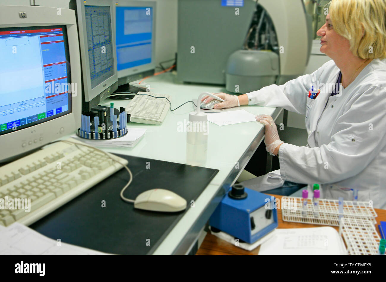 FLOW CYTOMETRY - Stock Image