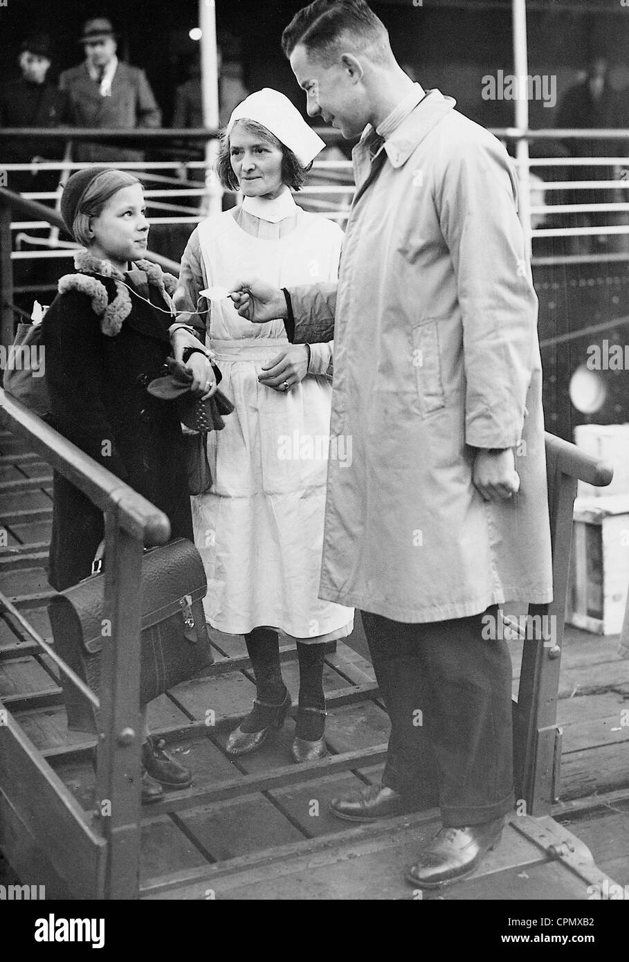Jewish refugee child upon arrival in Harwich, 1938 - Stock Image