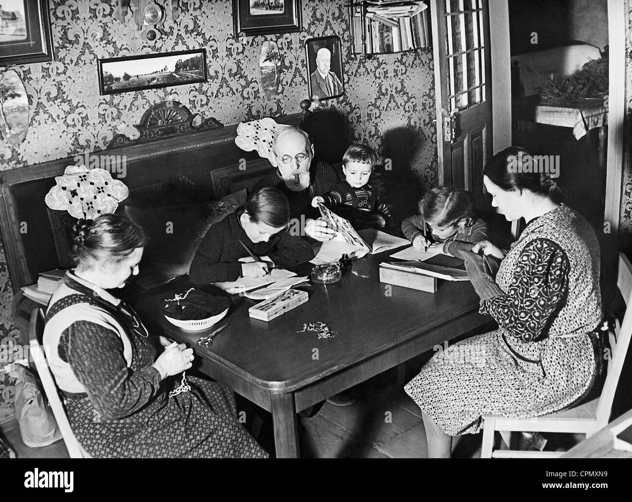 Lower middle class family, 1942 - Stock Image