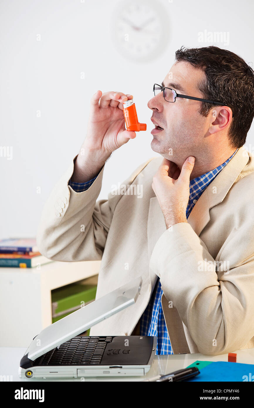 ASTHMA TREATMENT, MAN - Stock Image