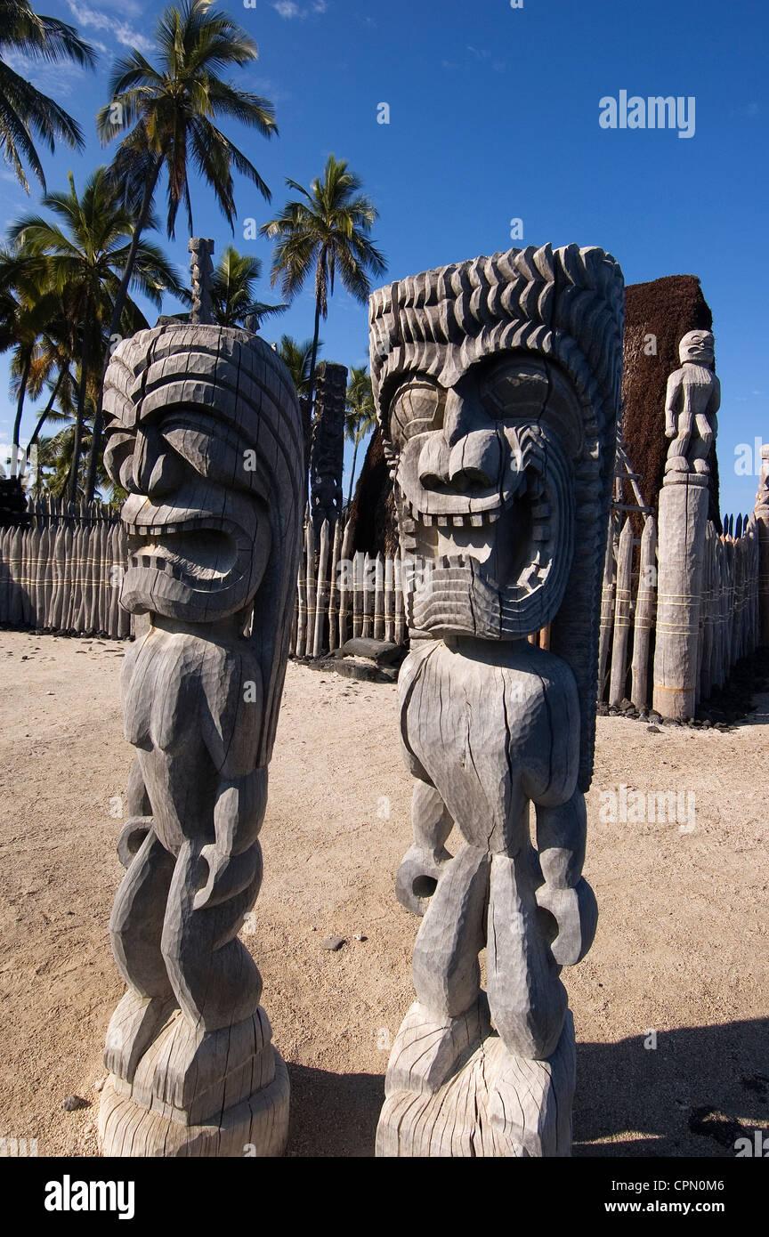 Elk284-3088v Hawaii, HI, Pu'uhonua O Honaunau NHP, Place of Refuge, kii figures - Stock Image