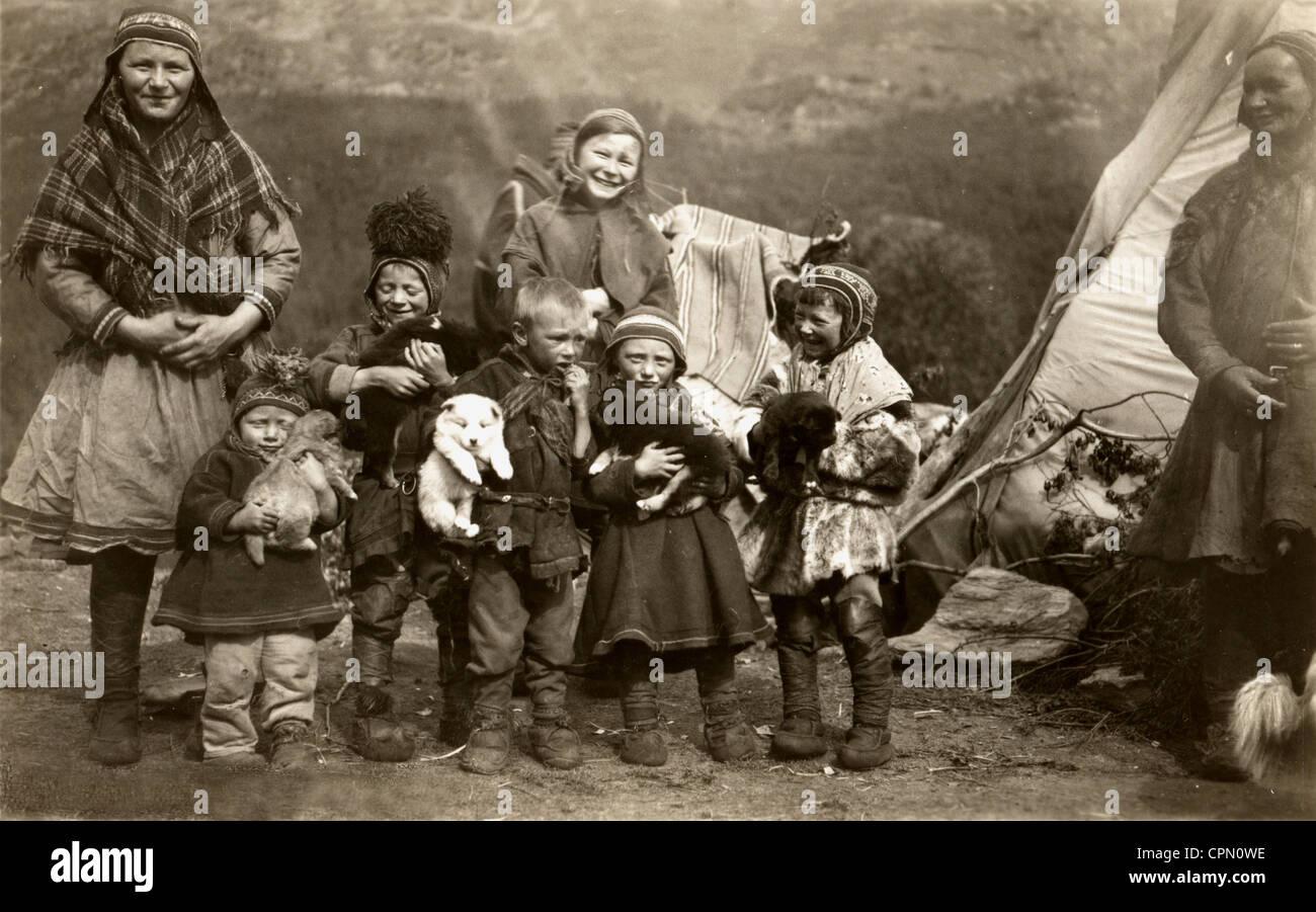 Laplander Women & Children with Cuddly Puppies - Stock Image