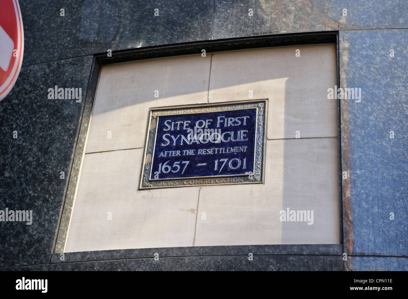 Plaque making first Synagogue site, London, United Kingdom. - Stock Image