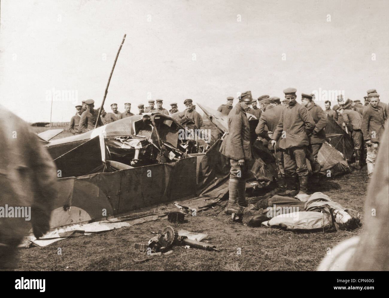 First World War / WWI, German soldiers shooting an English aircraft, between Marcoing and Ribecourt, so called Siegfried - Stock Image