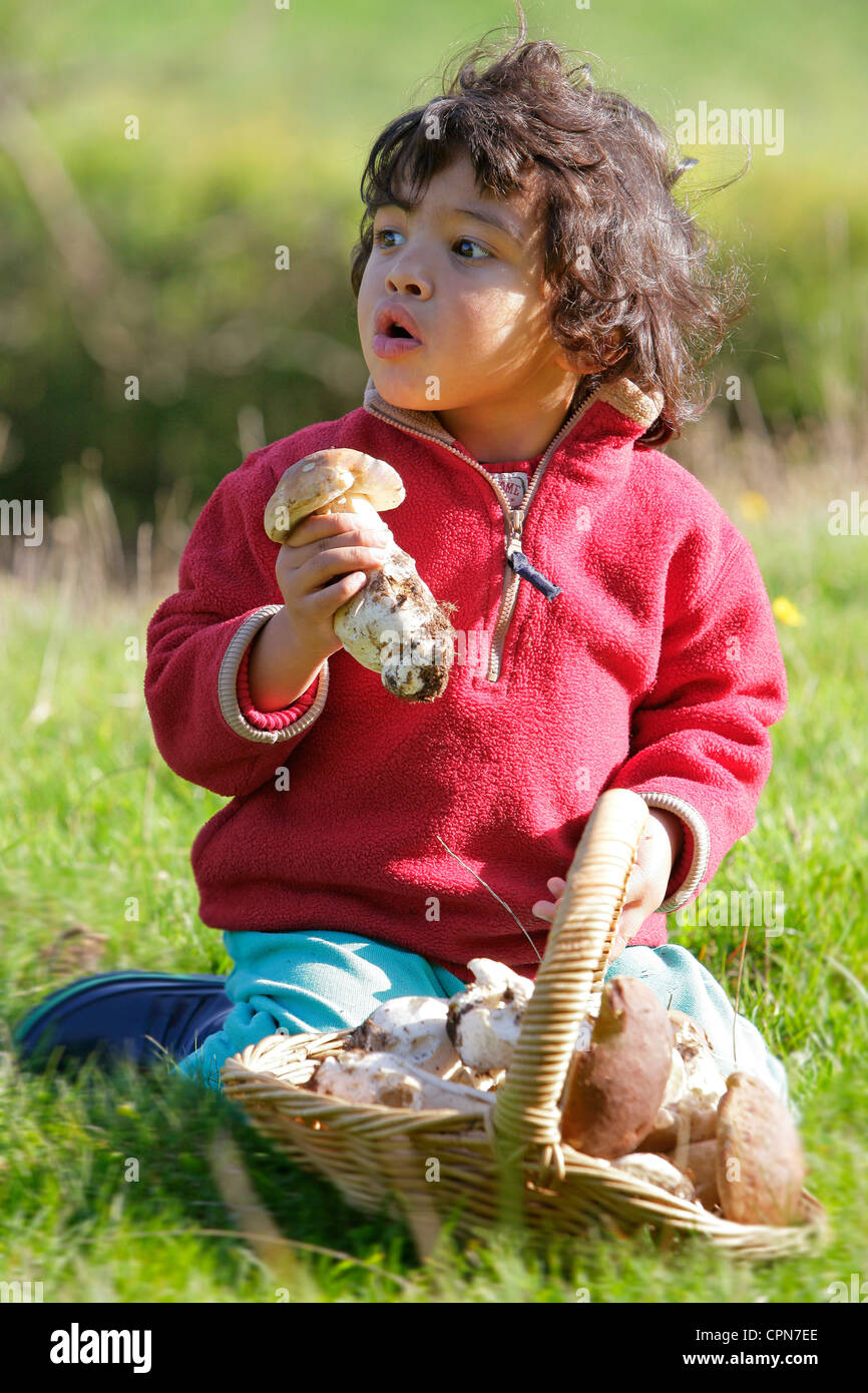 CHILD OUTDOORS - Stock Image
